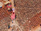 Vista aérea de un cementerio de la ciudad de Soweto (Sudáfrica).