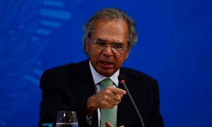 O ministro da Economia, Paulo Guedes, fala no Palácio do Planalto.