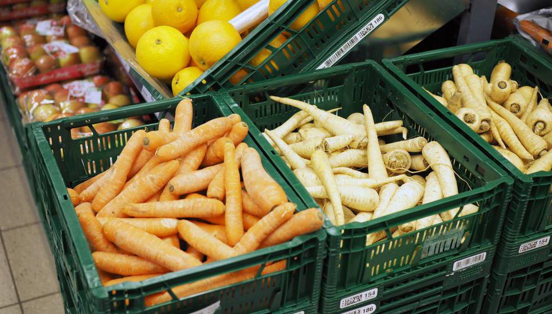Cenouras e cherovias 'feias' em um supermercado dinamarquês.