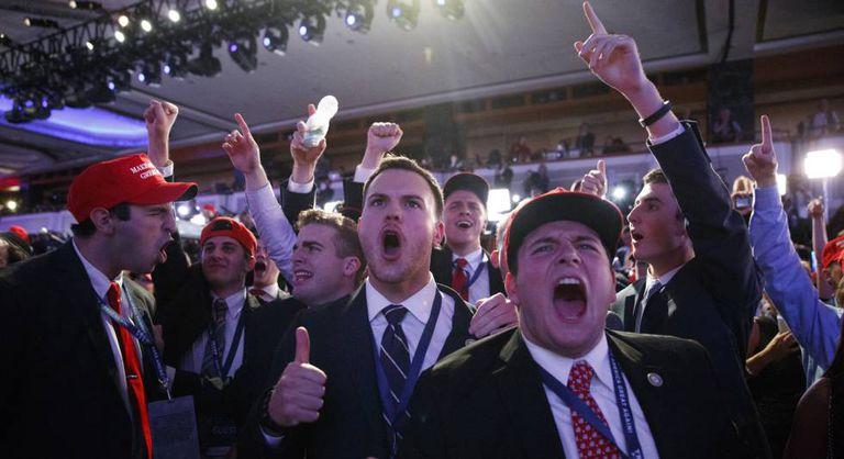 Seguidores de Trump celebram em Nova York a vitória do candidato republicano.