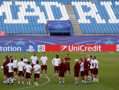 O Bayern fez o reconhecimento de gramado no Vicente Calderón.