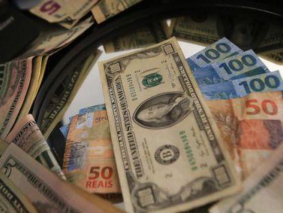 Dólar teve a maior valor em 12 anos e se aproximou dos R$ 4.