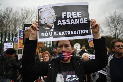 Protesto em apoio a Assange nesta segunda-feira em Londres.