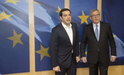 Tsipras e Juncker, nesta segunda-feira em Bruxelas.