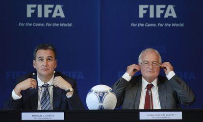 Michael Garcia y Hans-Joachim Eckert, em uma coletiva de imprensa.