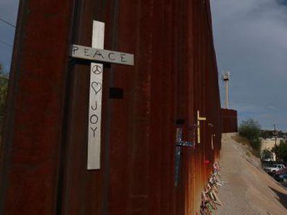 Fronteira entre Arizona e Sonora é uma das portas de entrada de drogas aos EUA. O cartel de Sinaloa controla 90% dos narcóticos dessa área