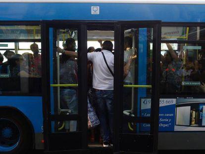 Um ônibus da empresa EMT, em Madri, capital da Espanha.