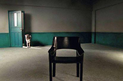 Uma das cadeiras protagonistas de 'Últimas Conversas'. Se digo que ficou vazia pela morte do realizador não é um spoiler. Não se espante
