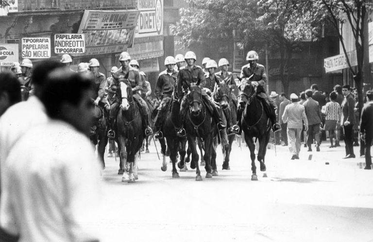 Polícia Militar em manifestação em São Paulo, 1968.