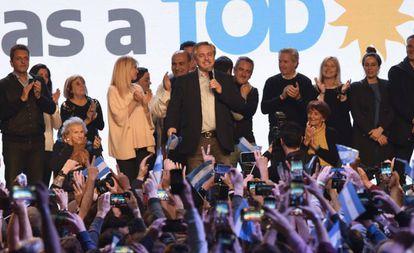 Alberto Fernández, no centro, durante a comemoração de sua vitória nas eleições primárias argentinas.