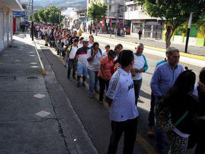 Assim foi o primeiro dia de trânsito maciço na fronteira, autorizado pelo presidente Nicolás Maduro