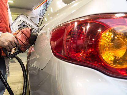 Liminar da Justiça suspende aumento de impostos de combustíveis.