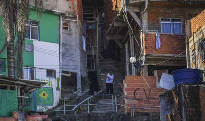 Foto da favela de Santa Marta no Rio de Janeiro.