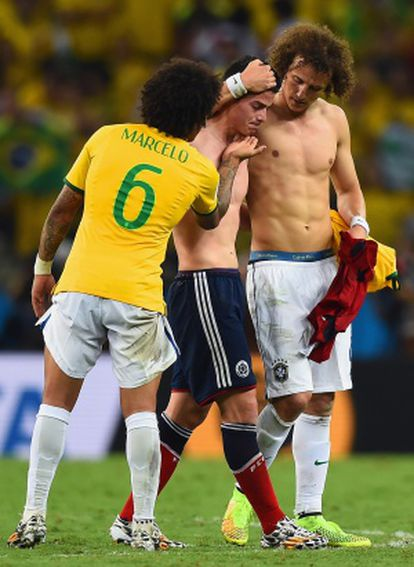 Marcelo e David Luiz consolam James.