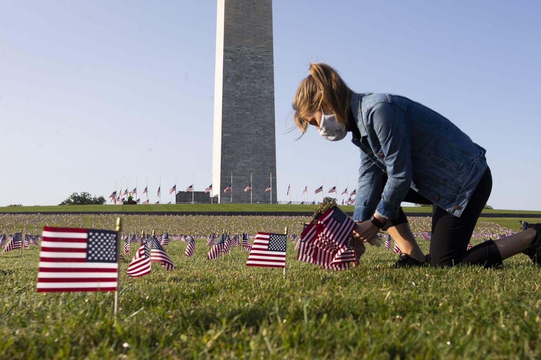 Memorial para homenagear as 200.000 vítimas mortas pela Covid-19 em Washington.