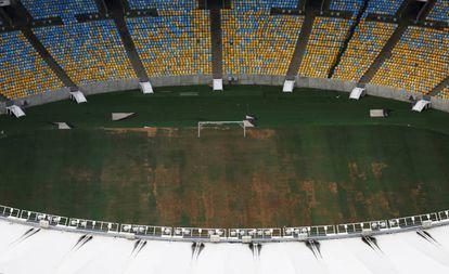 Grama degradada no Maracanã, em 12 de janeiro de 2017.
