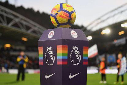 Imagem da campanha 'Rainbow Laces' do Campeonato Inglês na temporada 2017/2018.
