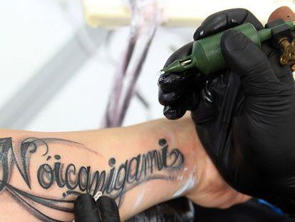 Especialistas alertam para os perigos desconhecidos das tatuagens