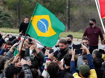 Bolsonaro é recebido por apoiadores em Bagé, Rio Grande do Sul, nesta sexta-feira, 31 de julho.
