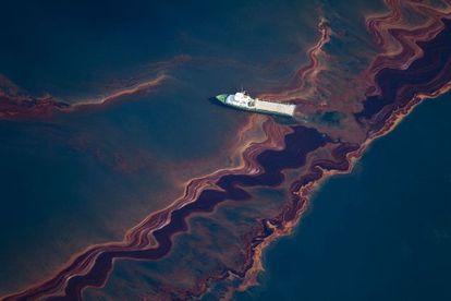 Vista aérea do vazamento de petróleo no Golfo do México, em 2010.