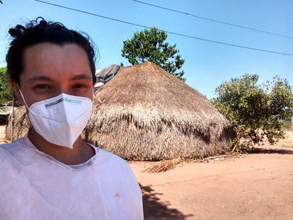 Médica Giulia Parise Balbão, na aldeia Ipatse.