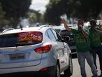 Supporters of the Brazil's President Jair Bolsonaro gestures while passing a motorcade to protest against Brazil's President Jair Bolsonaro, in front of the National Congress, amid the outbreak of coronavirus disease (COVID-19), in Brasilia, Brazil, June 13, 2020. REUTERS / Adriano Machado