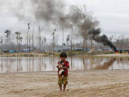 Destruição de um garimpo ilegal de ouro na Amazônia peruana.
