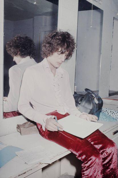 Syd Barrett, líder do Pink Floyd, no camarim de um clube de Londres durante uma atuação em 1969.