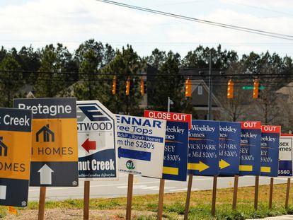 Anúncios imobiliários no condado de York (Carolina do Sul, EUA), em fevereiro de 2020.