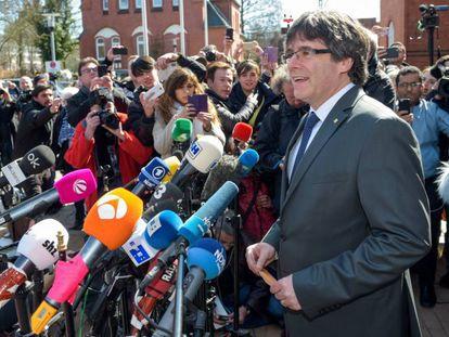 Puigdemont depois de deixar nesta sexta-feira a prisão