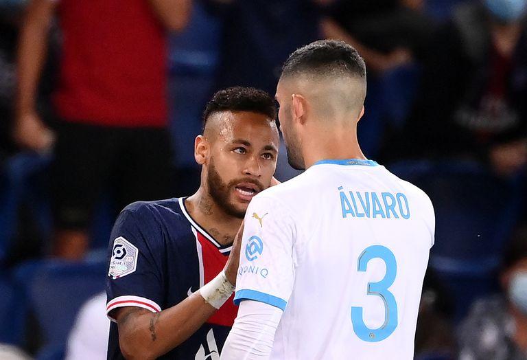 Neymar e Álvaro González se encaram no domingo, no Parc des Princes, no jogo entre PSG e Olympique de Marselha.