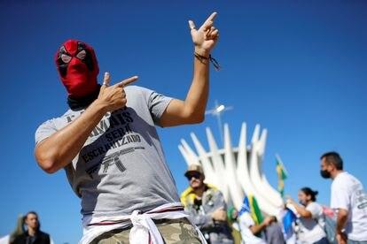 Manifestante pró-armas durante protesto em Brasília, em 9 de julho passado.