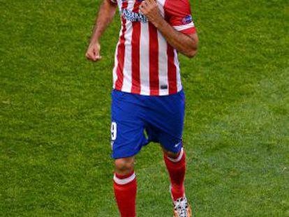 Diego Costa, aleijado, se retira em Da Luz.