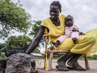 Uma mulher com sua filha em Rumbek (Sudão do Sul).