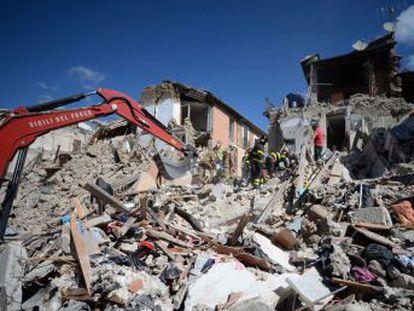 Terremoto que deixou rastro de destruição e mortes atinge uma das áreas de maior risco sísmico da Itália