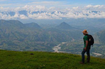 No vale do Cauca (Colômbia) se encontraram sedimentos procedentes do arco do Panamá (ao fundo) com 15 milhões de anos de idade.