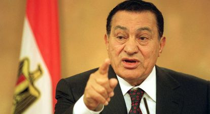 Hosni Mubarak, então presidente do Egito, durante uma visita à sede do Governo espanhol.