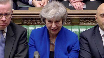 Theresa May nesta quarta-feira no Parlamento Britânico. Em vídeo, a primeira-ministra supera a moção de censura.