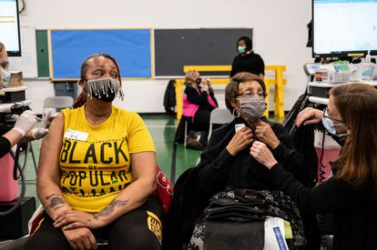 Andrea Moore (left) is waiting with her mother, Alma Penn, to receive the vaccine this Friday at Whitney M Young College in Louisville, Kentucky.