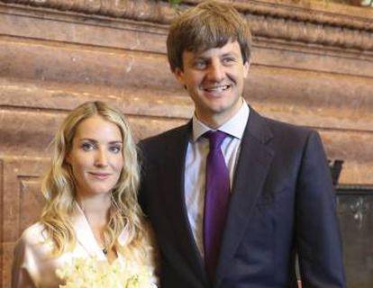 Ekaterina Malysheva e Ernst August von Hannover, depois de seu casamento civil na Prefeitura de Hannover.
