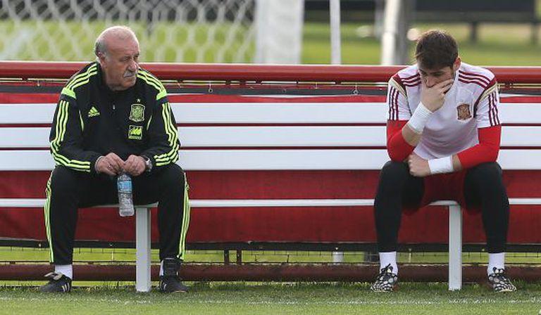 Del Bosque e Casillas durante o treino.