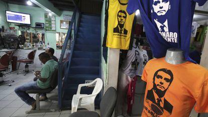 Camisetas de Bolsonaro em loja do Núcleo Bandeirante, próximo a Brasília, no Distrito Federal.