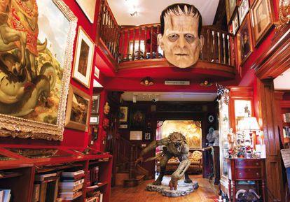A entrada da Bleak House, a casa que abriga a coleção de Del Toro.