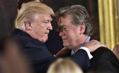 Trump com Bannon na semana passada.