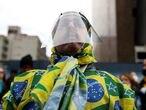 Un partidario del presidente Bolsonaro protesta contra las medidas de confinamiento en Sao Paulo.