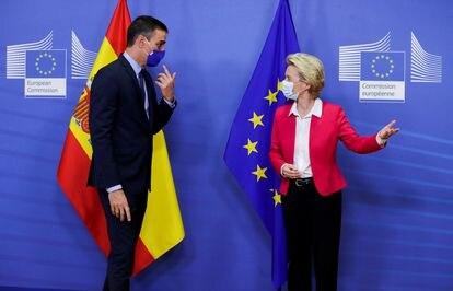 Pedro Sánchez e Ursula von der Leyen antes de se reunirem em Bruxelas, em setembro passado.