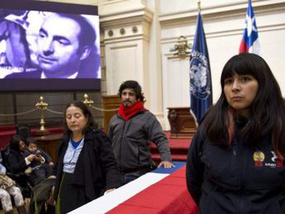 Os restos mortais do Nobel retornarão ao túmulo de sua casa após serem exumados