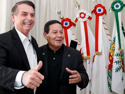 Bolsonaro e Mourão no dia 30 de março.