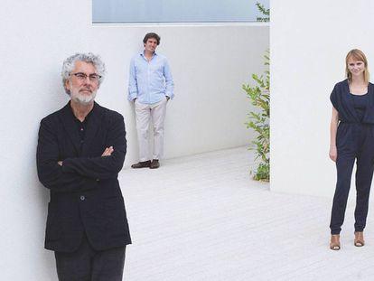O arquiteto Marcio Kogan, em primeiro plano, com sua equipe.