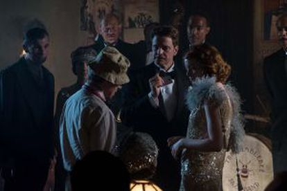 O diretor junto a Colin Firth em outro momento da filmagem.